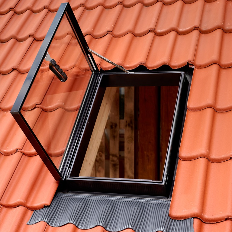 Velux dachausstiege f r unbewohnte dachr ume kaltr ume gvt gvk - Dachfenster mit ausstieg ...