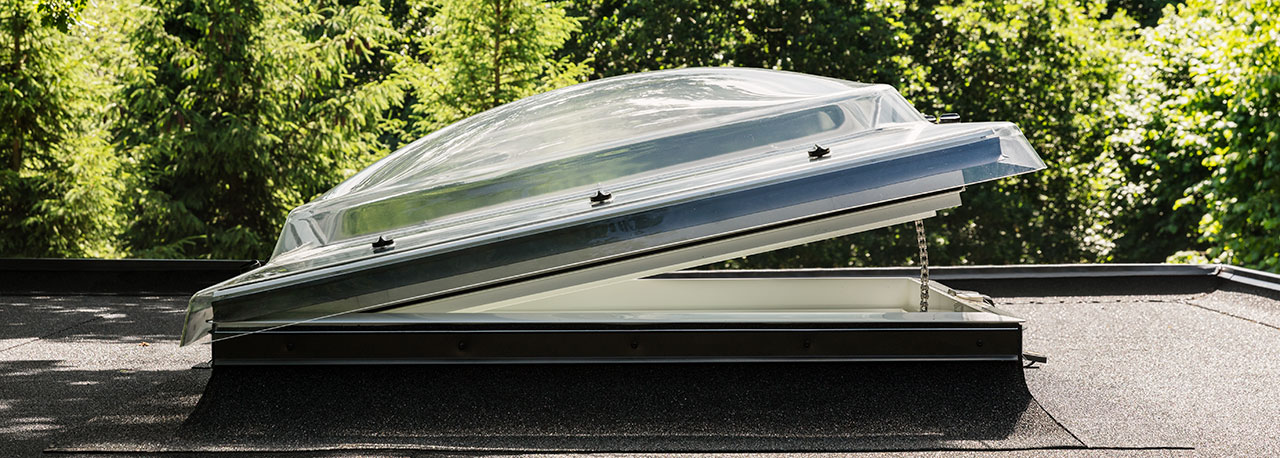 flachdachfenster lichtkuppel von velux licht und frische luft unterm flachdach. Black Bedroom Furniture Sets. Home Design Ideas