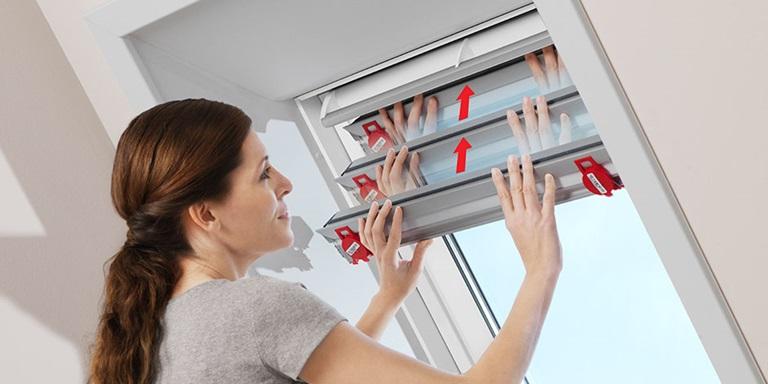 velux dachfenster jalousien jalousetten licht und schatten genau regulieren. Black Bedroom Furniture Sets. Home Design Ideas