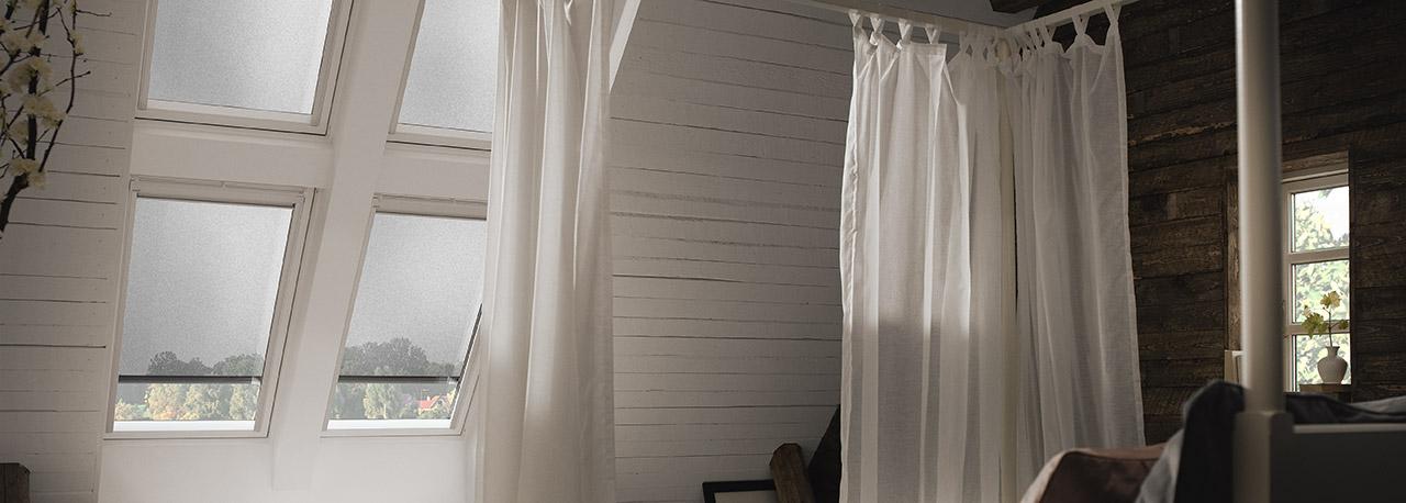 velux dachfenster markisen effektiver hitzeschutz unterm. Black Bedroom Furniture Sets. Home Design Ideas