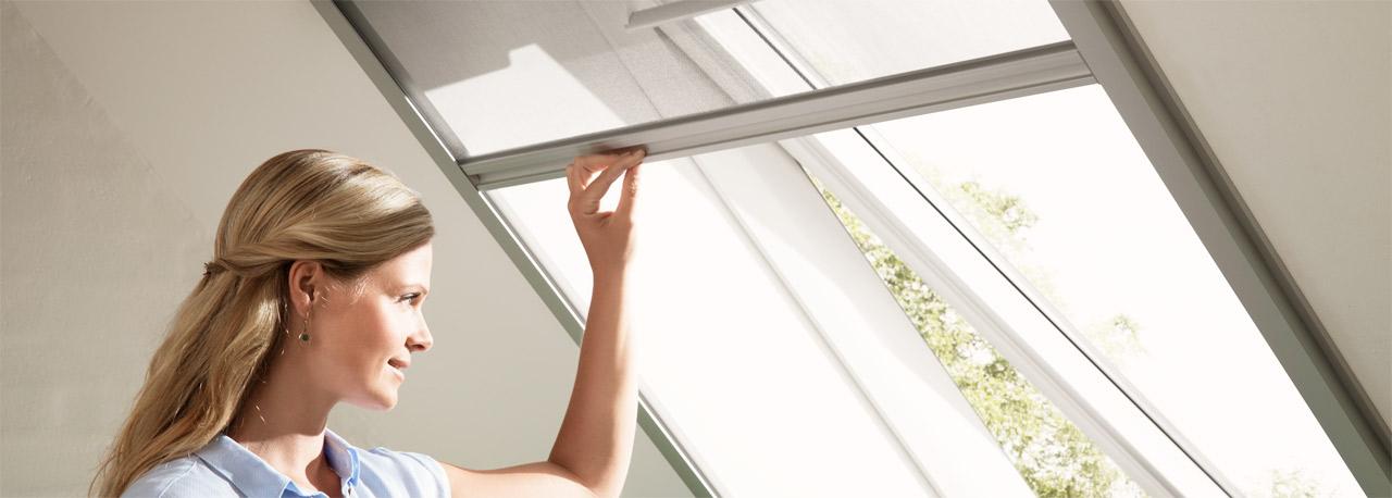 velux insektenschutzrollo fliegengitter f r dachfenster. Black Bedroom Furniture Sets. Home Design Ideas