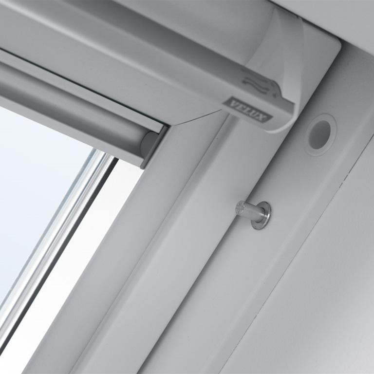 Velux dachfenster zubeh r pflege sicherheit und mehr - Velux dachfenster einstellen ...