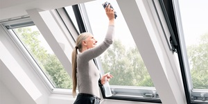 velux klappschwingfenster mit untenbedienung toller panorama ausblick. Black Bedroom Furniture Sets. Home Design Ideas