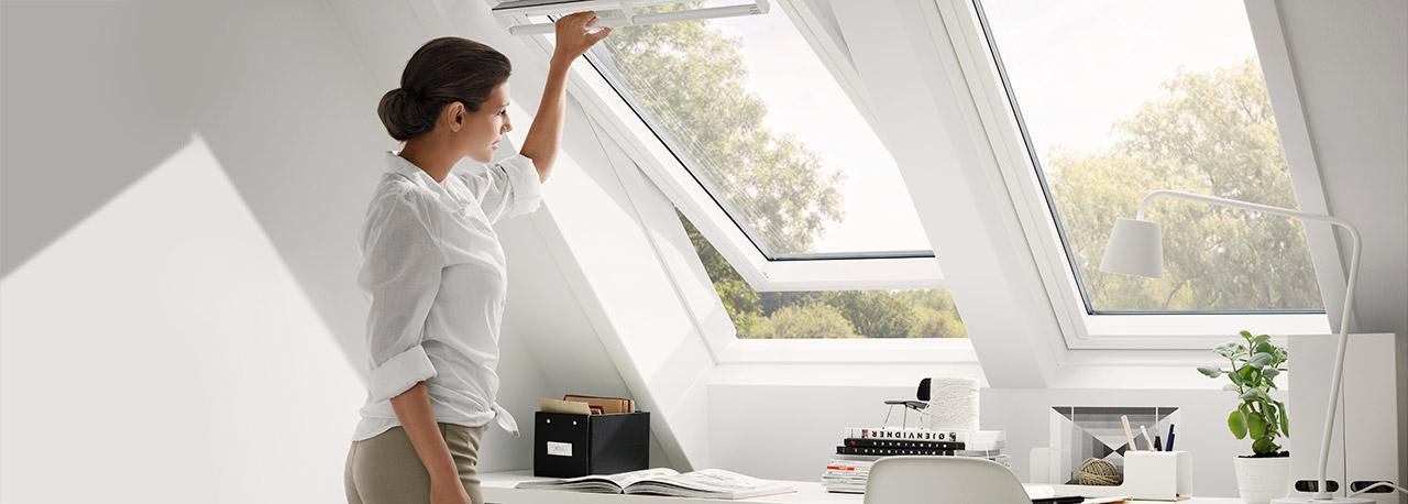 dachfenster f r tageslicht luft und ausblick velux. Black Bedroom Furniture Sets. Home Design Ideas