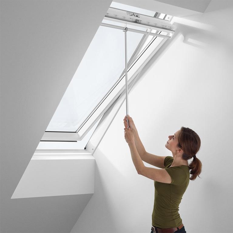 velux dachfenster zubeh r pflege sicherheit und mehr. Black Bedroom Furniture Sets. Home Design Ideas